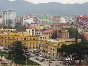 Грязь, радушие и вкусная еда - это все Албания...